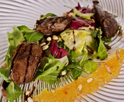 Tiepid veal cheek salad served with pine nuts and fruit jam flavored with mustard